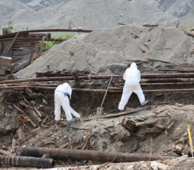 Asbestos cleanup workers in Libby