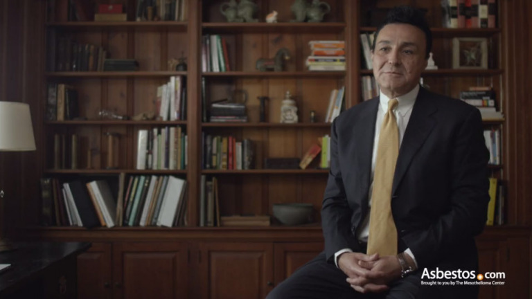 Video of Dr. Farid Gharagozloo, Robotic thoracic surgeon, explaining why an early mesothelioma diagnosis is critical.