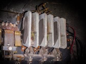 Asbestos insulating electrical arc chutes