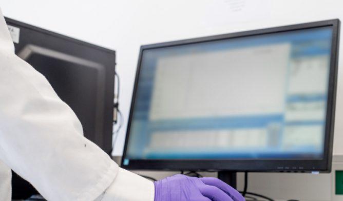 Doctor searching online registry