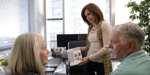 Mesothelioma Center patient advocate talking to patients