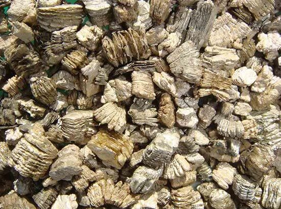 Chunks of vermiculite asbestos