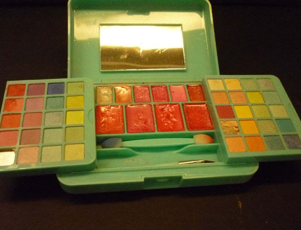 Claire's Refutes Reports of Asbestos-Containing Makeup