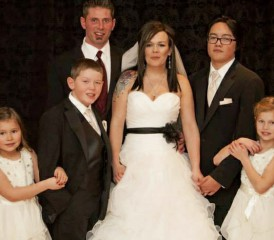 Wedding picture of Peritoneal Mesothelioma Survivor Raeleen and husband Justin